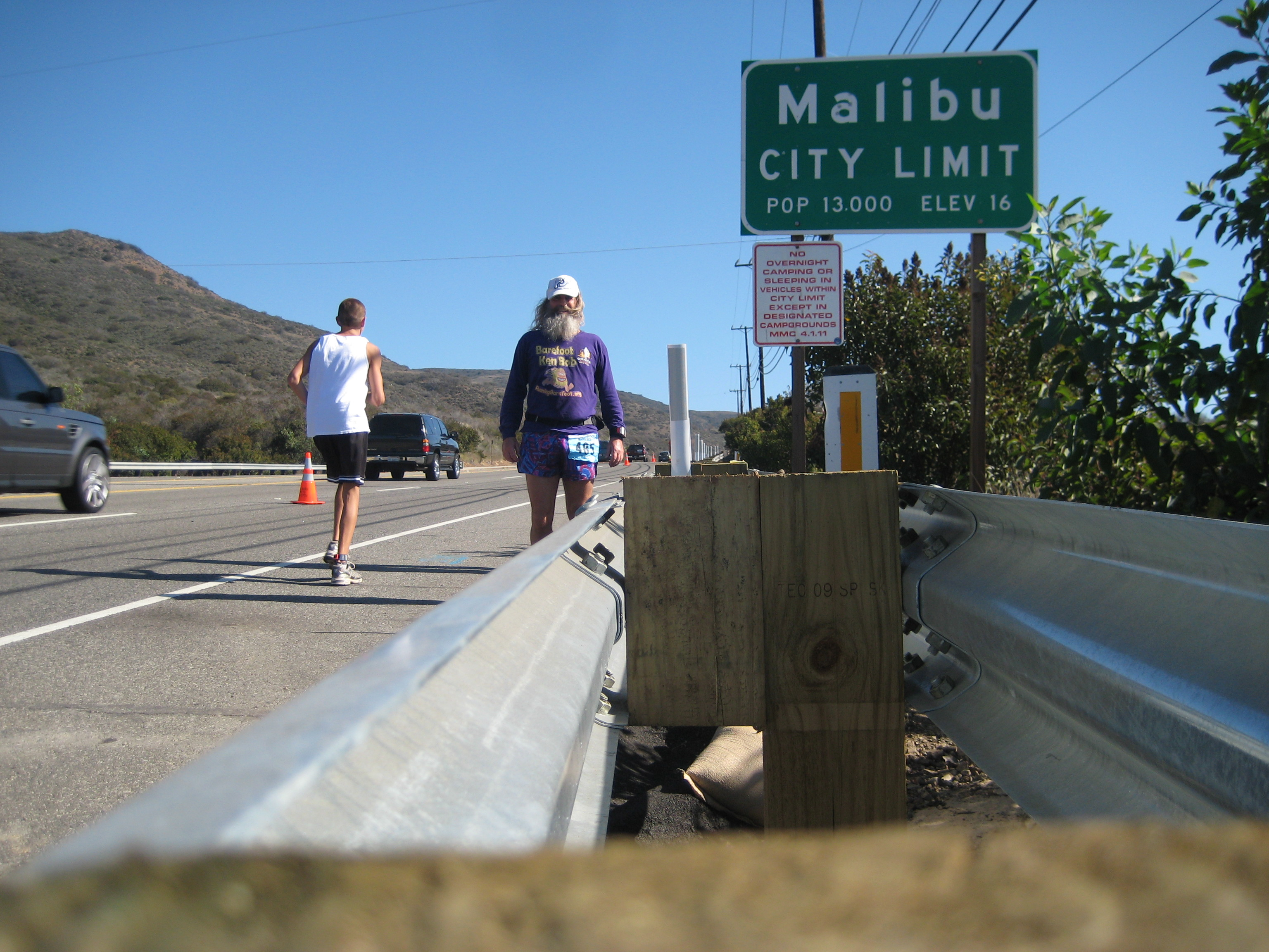 Ken Bob Saxton at the Malibu city limits, during the Malibu International Marathon 2009