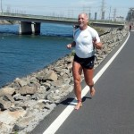 Barefoot Todd running in the Boeing 5K