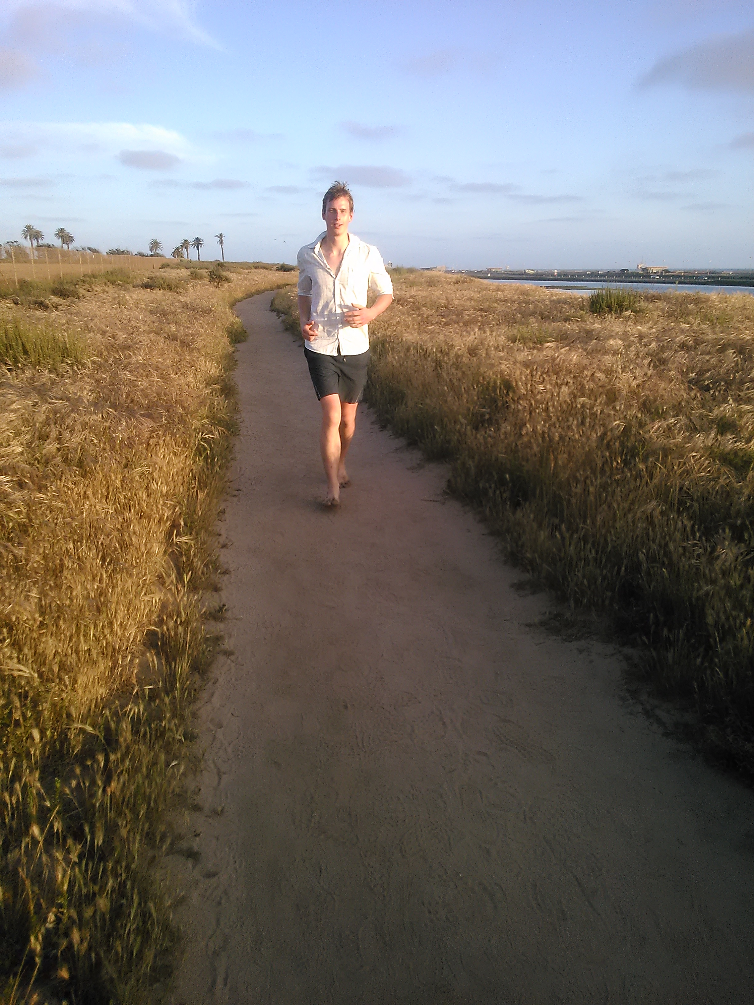 Jeroen running on trails in the Bolsa Chica Nature Preserve